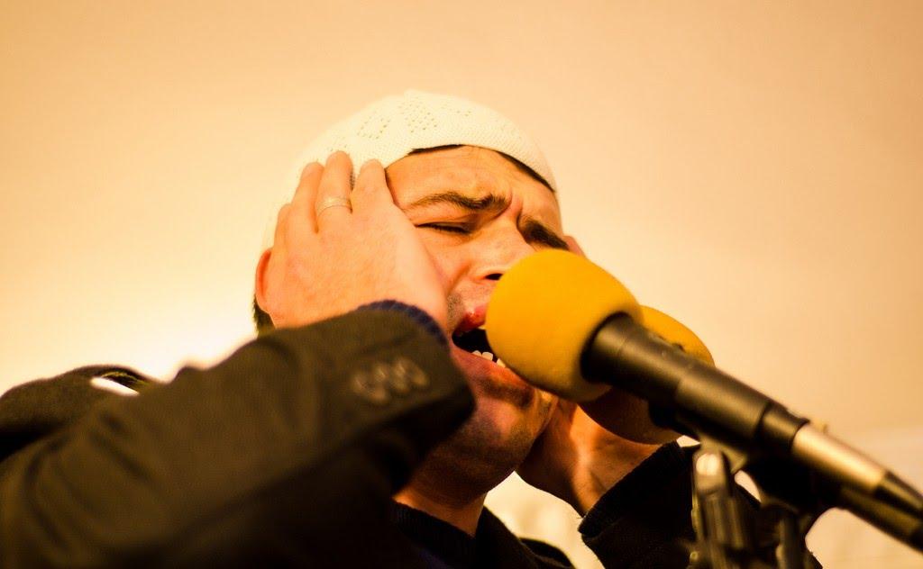 Menghormati seruan azan adalah perkara yang dituntut di dalam Islam.